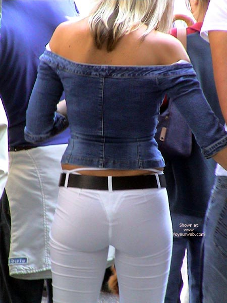 【透けパンエロ画像】日本人に比べて外人の方がパンツの透け方が派手な傾向にある模様www