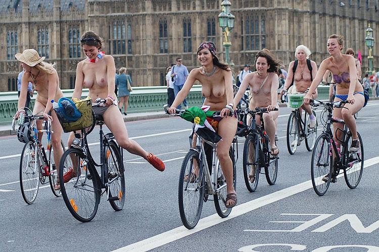 【外人エロ画像】全裸でサイクリングする海外の基地外イベント開催w色んな意味で危ないっぺよw