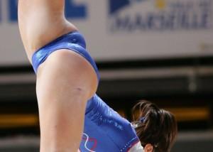 (女子アスリートえろ写真)ポーズ決める度にエロww海外新体操選手のすごい股間(*´д`*)