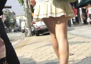 (美足えろ写真)スリスリさせてと心の中で叫ばせそうな街角の麗しい女脚(*´д`*)