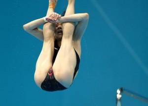 (アスリートえろ写真)飛び込み女子選手の股間が超エロ、でも顔芸のことは言わないであげて(;´Д`)