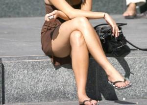 (美足えろ写真)あまりに清楚で股間がピクリトリスと…隙ありならない街角の脚モデル(*´Д`)