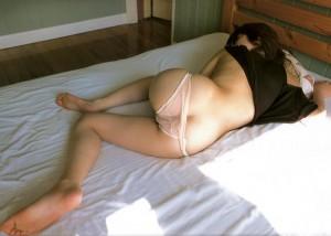 (よばいえろ写真)前後どこからもシャッター押し放題ww隙だらけの眠る女体撮り(*´д`*)