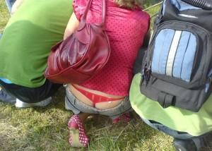 【ローライズエロ画像】過度なTバックアピール…ローライズ女子の卑猥以外にない半ケツファッション(*´д`*)