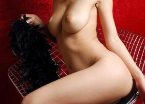 【全裸エロ画像】ファーストHは絶対にこれで!信頼度もMAXな完全真っ裸の美女(*´д`*)