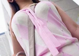 (着衣胸えろ写真)紐1本使うだけでおっきいと錯覚wwハグしてみたいパイスラ着衣お乳(*´д`*)