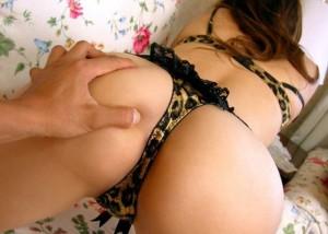 【美尻エロ画像】乳に負けない触り心地!触れたら手が止められなくなる美尻揉み(*´Д`)