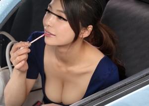 【エロ動画】隣の車に乗ってた抜群の巨乳美女!我慢できずに襲った結果(*゚∀゚)=3