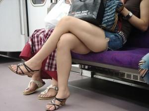 【美脚エロ画像】しなやかな脚線美に妄想も股間も膨らんでしまいそうな美脚たち!