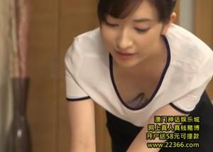 【エロ動画】目の前に絶景の胸チラ…オイル塗り返されてハメられた美人マッサージ師(*゚∀゚)=3
