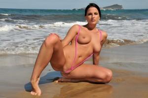 【スリングショットエロ画像】これは水着?もはや裸と言ってもいいスリングショットw【画像追加12/04】