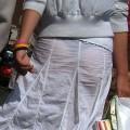 【着衣透けパンエロ画像】着衣越しに透けたパンツがハッキリ…新たな露出プレイか?