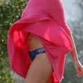 【パンチラエロ画像】強風に舞ったスカートから覗くパンチラショット!