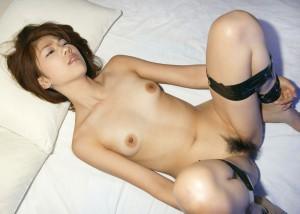 【拘束エロ画像】手足の自由を奪われた女たちがイタズラ心を刺激する!