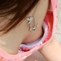 【胸チラエロ画像】街中での偶然のラッキー!胸チラし放題の素人娘たち!