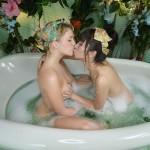 【海外レズビアンエロ画像】女の子の感じるツボを把握した海外レズビアンたちの絡み!