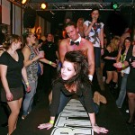 【海外クラブエロ画像】仰天!海外では若者が集まれば即セックスになってしまうのか!?
