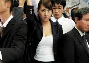(えろムービー)義理の姉さんゴメン☆満員列車で密着、ボッキそして一線越え(;゚∀゚)=3