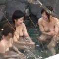 【露天風呂エロ画像】改心の作!女子が入浴中の露天風呂を盗撮したった!!