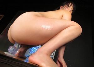 【ディルドオナニーエロ画像】自立するディルドに跨って腰を激しく上下せる女とか…