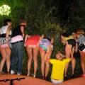 【海外悪ノリエロ画像】女の子達が悪ノリしてハメを外してしまったエロ画像
