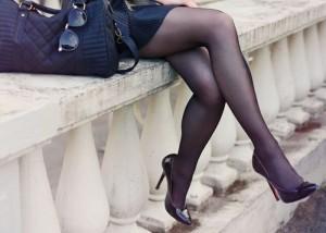 (美足えろ写真)暑い中ありがとうございます☆脚線美の際立つ黒スト下半身撮り(;´Д`)