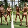 【全裸スポーツエロ画像】一体なぜ全裸で!?全裸でスポーツする海外女子がめちゃエロッ!
