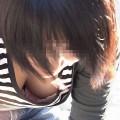【胸チラエロ画像】誰が撮ったかしらないが素晴らしいタイミングと角度で胸チラ!