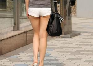(美足えろ写真)肌寒くなっても見かけなくもない街角のショーパン美足たち(;´Д`)