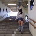 【ローアングルエロ画像】斜め下から女の子のスカートの中身を狙い撃ちしたらエロかったww