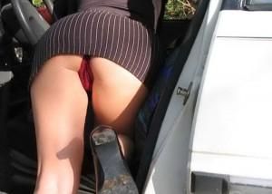 (パンツ丸見ええろ写真)乗降姿は要チェック☆車にまつわるモデルのパンツ丸見えもといパンモロ(*´Д`)