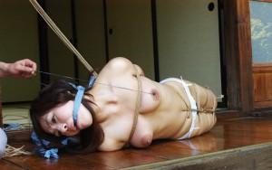 【SM緊縛エロ画像】拘束された女の子たちのあられもない姿に勃起は必至!