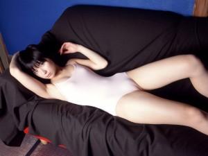 (マンスジえろ写真)股間に食い込んでオまんこの形が浮き彫りになっているマンスジ☆
