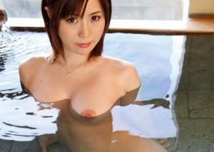 (入浴えろ写真)一緒に入って色んな汗流し合いたいww湯船の裸オネエさん(*´Д`)