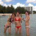 【素人水着エロ画像】夏のビーチやプールでの女の子たちの水着姿がまぶしすぎる!
