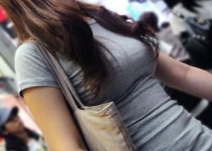 (美巨乳えろ写真)攻め派なお乳さんは街でも堂々と着衣美巨乳を見せつけ過ぎ(*´Д`)