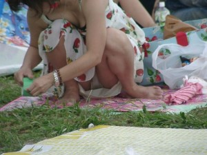 (街撮りパンツ丸見ええろ写真)街中で見かけたパンツ丸見え小娘にフルボッキ必至☆