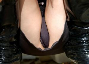 (股間えろ写真)嫌らしい膨らみがそこに…パンツ纏ったモデルの股間に大接近☆(;´∀`)