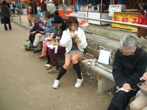 (パンツ丸見ええろ写真)街中で見つけた偶発的なパンツ丸見えにフルボッキ☆wwwwww