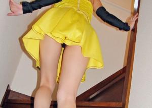 (パンツ丸見ええろ写真)上り階段は大歓迎☆上がったところをローアングルチラ狙い(;^ω^)
