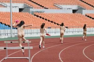 (裸スポーツえろ写真)こんな格好でスポーツとか正気とは思えない女子たち☆