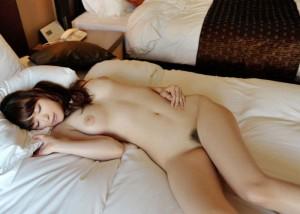 (寝姿えろ写真)起こしてでもヤリたくなる…裸で寝ている無防備女子(*´д`*)