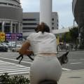 【街撮り着衣透けエロ画像】意外と大胆に透けている!街中で見かけた着衣の透けてる女の子!