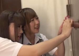 (えろムービー)壁からオチンチン☆?1本だけ出ているブツと戯れる10代小娘たち(;゚∀゚)=3