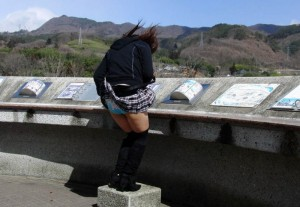(風パンツ丸見ええろ写真)スカートが風が舞い上がる→撮った☆ってやつww