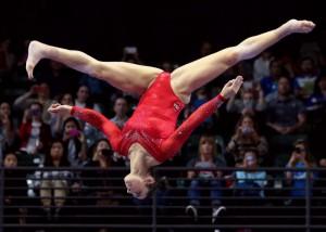 (アスリートえろ写真)脚がよく開くから…目立つのもやむなし体操選手の股間(;´∀`)