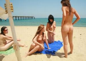 (海外えろ写真)ヘンタイじゃなくて自然☆恥は不要なヌーディストビーチ(;´Д`)