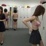 【着替え中エロ画像】ヘタなヌードよりも抜ける!?レア度高い着替え中の女の子!