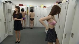 (着替え中えろ写真)ヘタなぬーどよりもヌける☆?レア度高い着替え中の女子☆