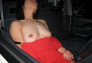 【車内露出エロ画像】車内という閉鎖された空間でのエロ行為が卑猥すぎる!